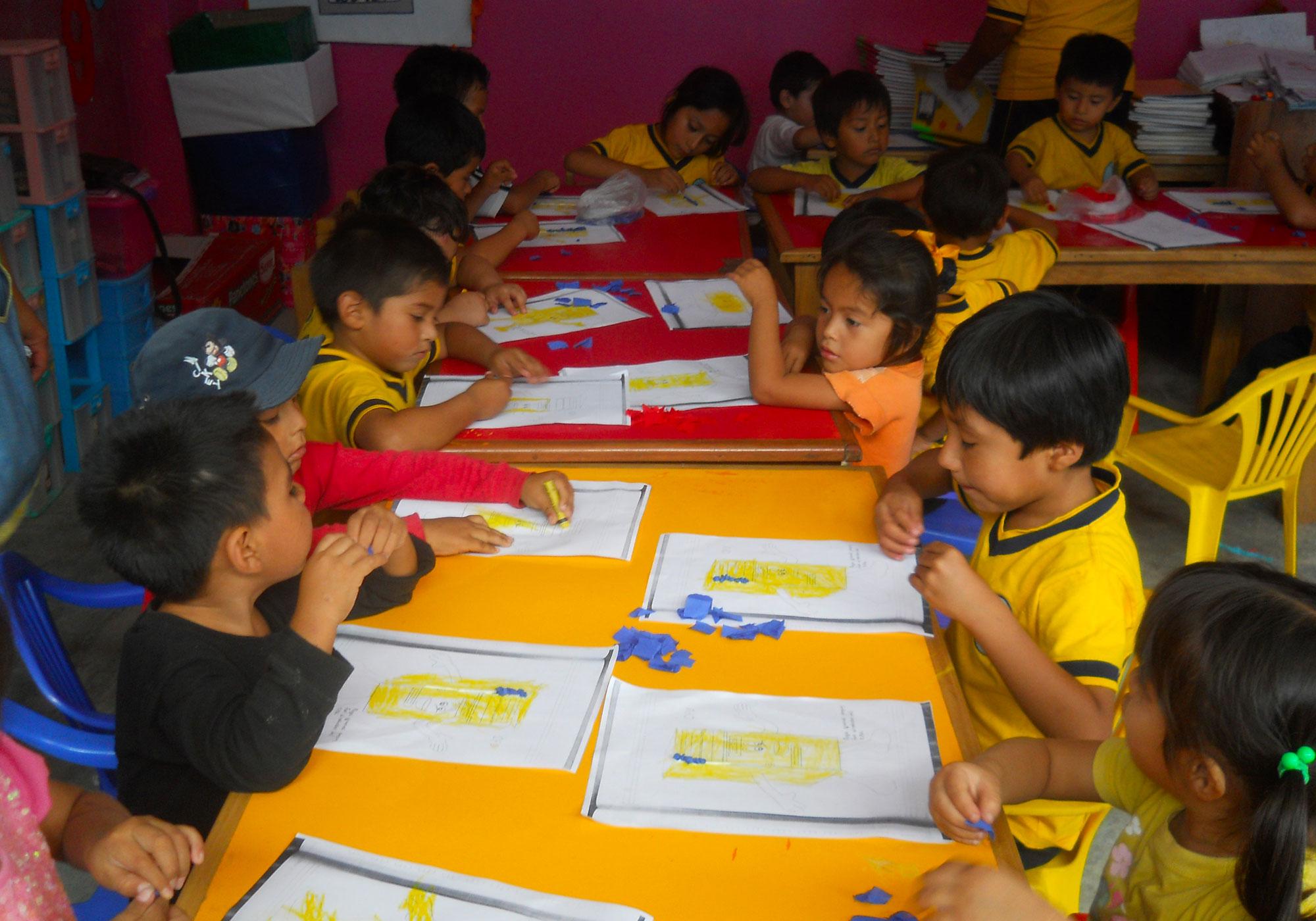 attività con i bambini della scuola